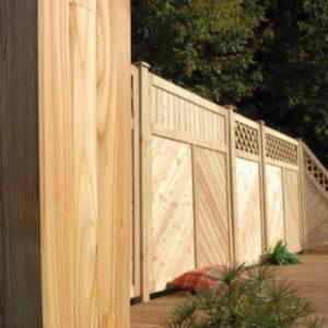 Pfosten aus Laerche mit Sichtschutz Zaun