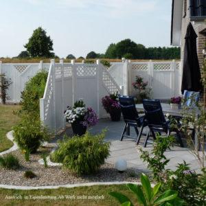 Sichtschutzelement-Lisa-kombiniert-auf-Terrasse