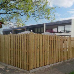 Zaunbrett-Schweden-Zaun-selber-bauen