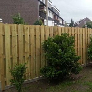 Zaunbretter-Schweden-Zaun-selbst-bauen