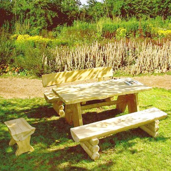 Sitzgruppe-Rustika-Rastplatzgarnitur-aus-Baumstaemmen