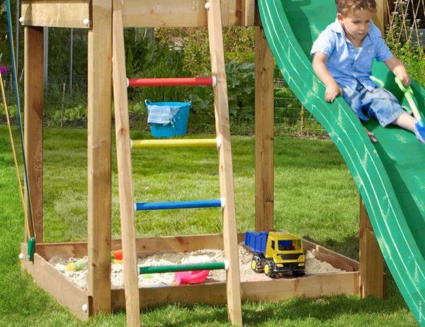 Spielturm Chalet mit Leiter
